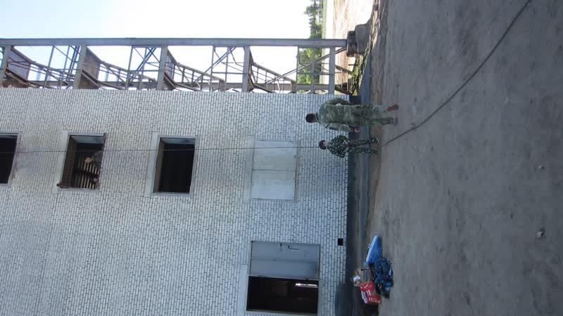 Один день в спецназе. Спуск с 3 этажа на подвесной системе со страховкой.