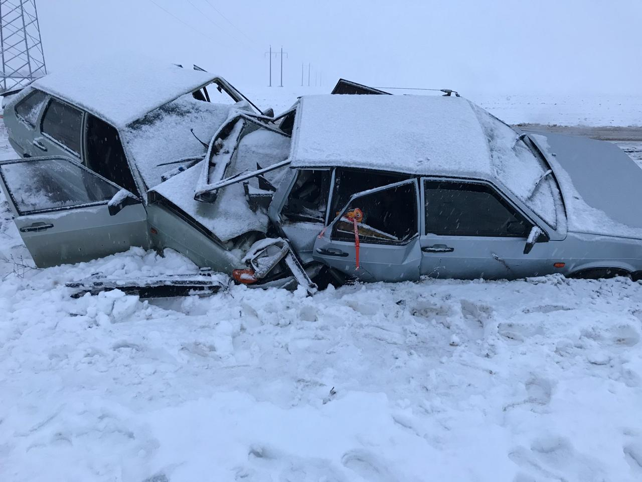 Под Таганрогом произошло ДТП, два человека получили травмы