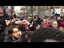 Gelbwesten Musik in Paris am Place de la Bastille GiletsJaunes