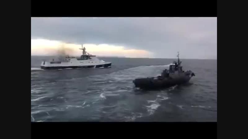 Видео тарана украинского буксира российскими пограничниками в Крыму