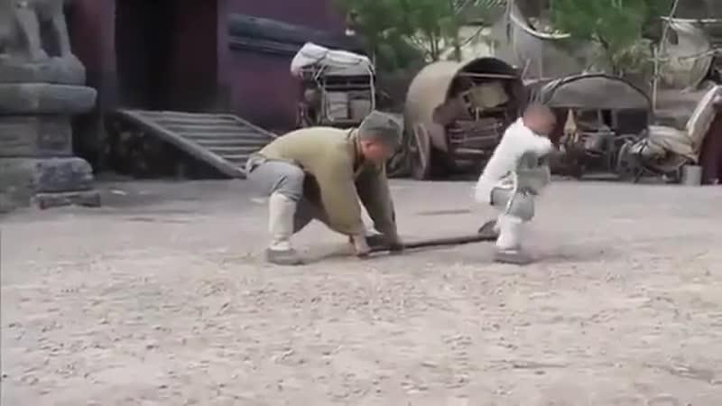Как Джеки Чан учился у ребенка кунг фу