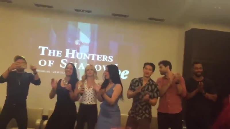 Церемония закрытия The Hunters Of Shadow Be с участием каста Сумеречных охотников в Брюсселе Бельгия 23.06.2019
