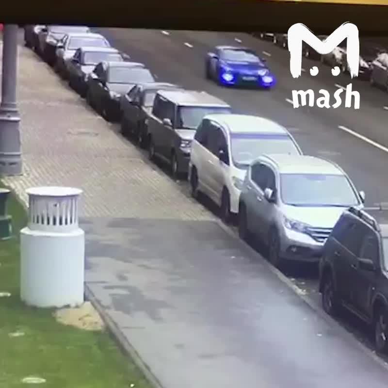 Два водителя не заметили, как сбили насмерть бабушку в Москве.