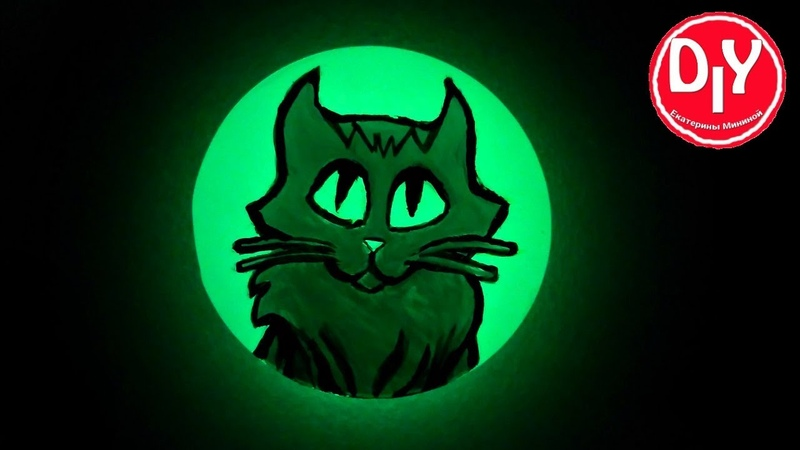 Котенок на эпоксидной смоле с люминофором.