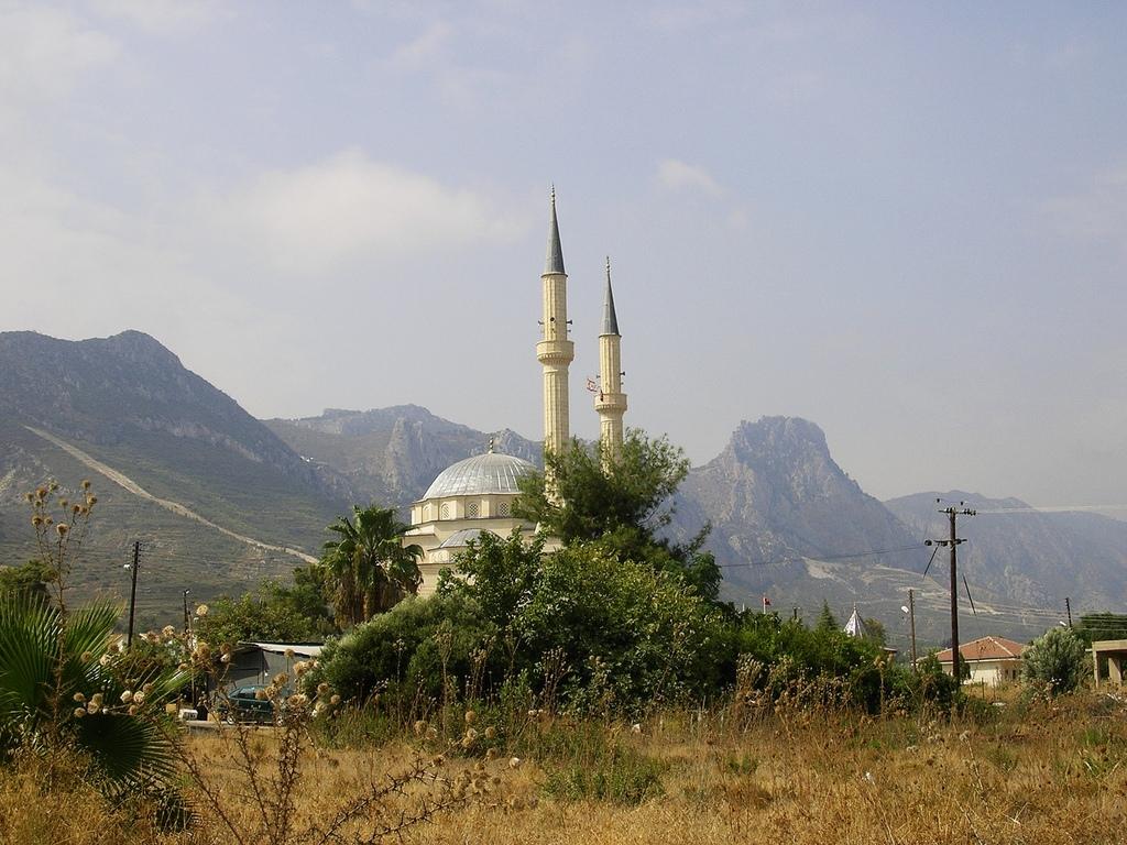 d2esSubcdQU Кериния Кипр достопримечательности.