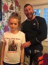 Папа сделал своей дочери футболку, чтобы мальчики держались от неё подальше