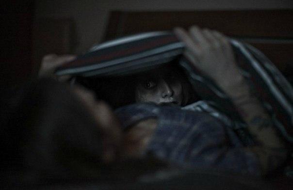самые короткие страшилки в мире 1. я укладываю ребенка спать, а он говорит мне: папа, проверь монстров под кроватью. cмотрю под кровать, чтобы его успокоить, и вижу там своего ребенка, который