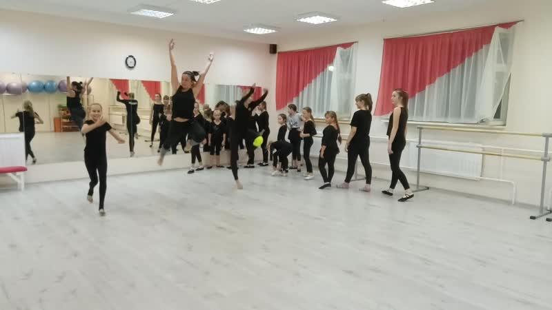 Тренируем прыжки. Детский театр Танца и СветоТени Plazma. Студия Пируэт. Петрозаводс