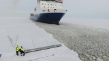 Finnish sailor is getting on a moving ship Финский моряк садится на движущийся корабль