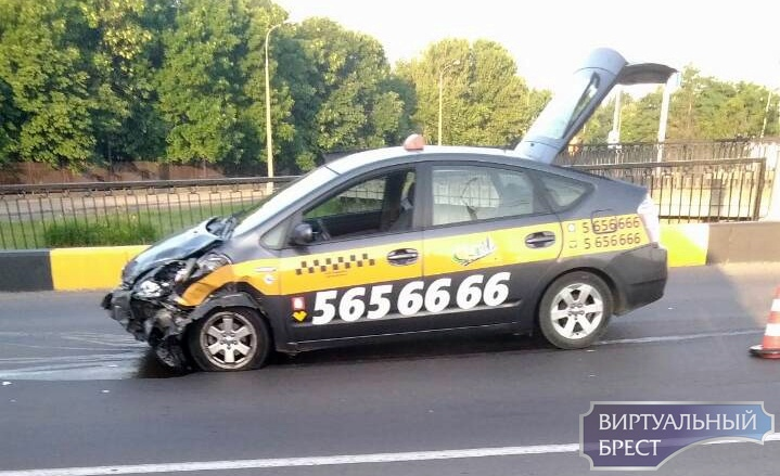 В ДТП с участием такси и БМВ на путепроводе есть маленькая такая загвоздка