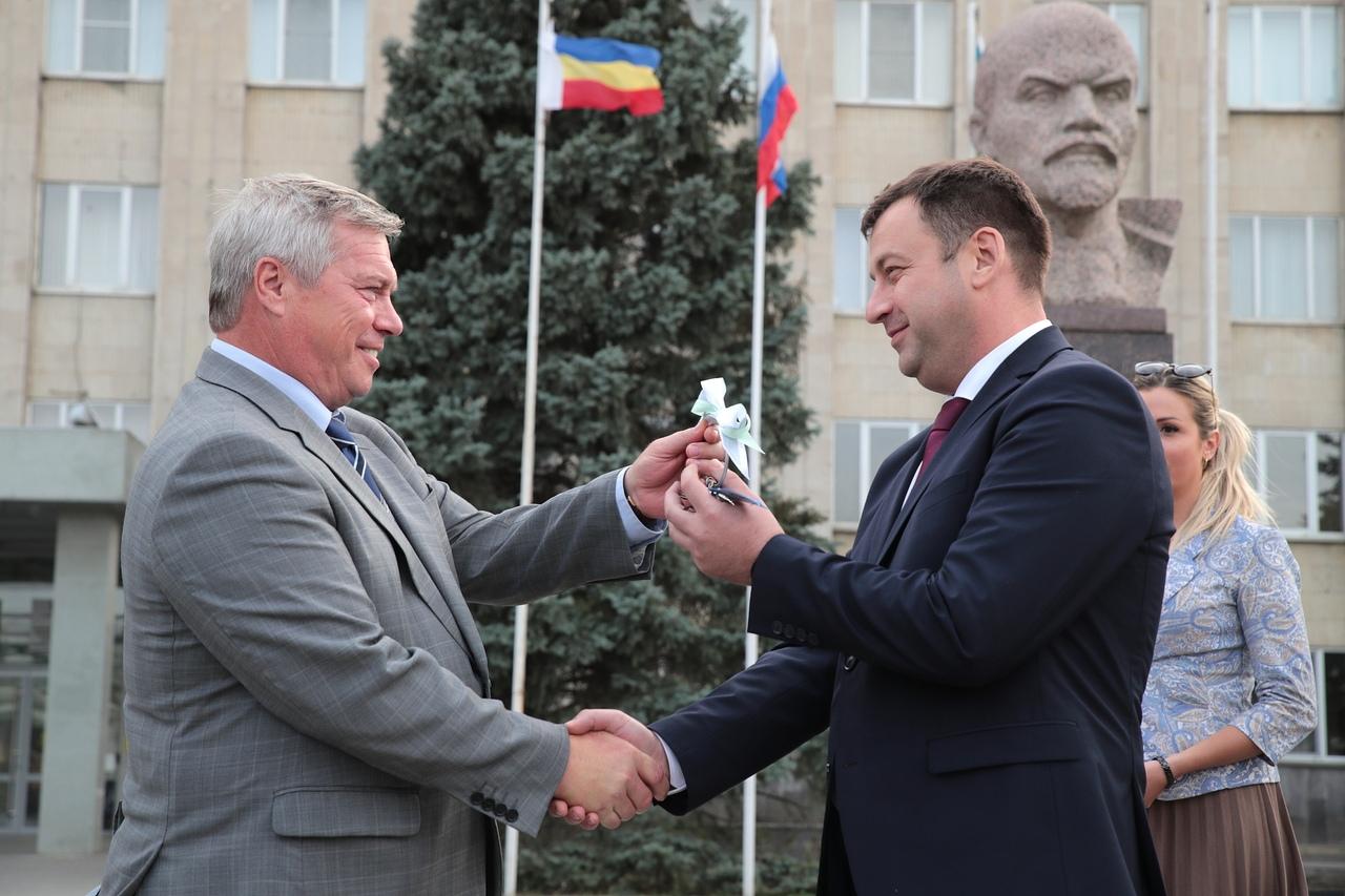 Губернатор Ростовской области Василий Голубев передал новую коммунальную технику Таганрогу