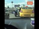 Погоня за таксистом закончилась дракой с ДПС