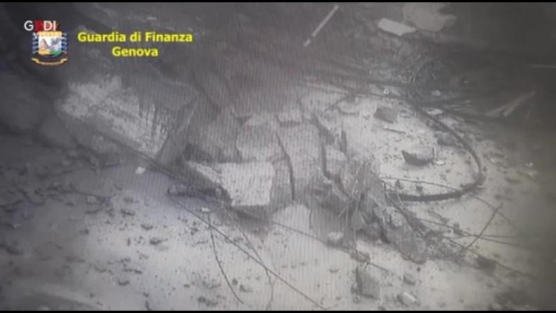 Crollo ponte Morandi da telecamere secondarie Genova