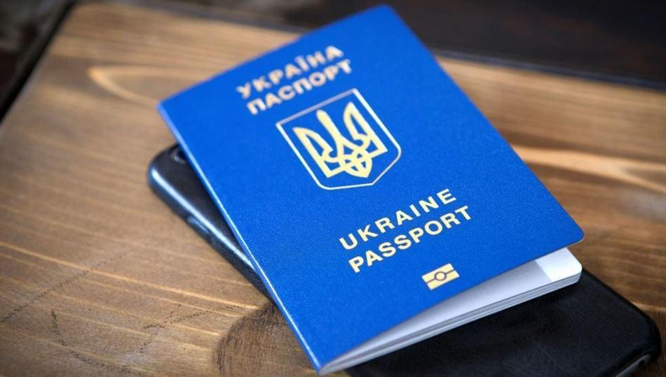 Допоможу стати на чергу закордонного паспорта.