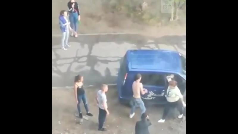 Пьяные подростки избили беременную и похвастались «папой-полиционером»