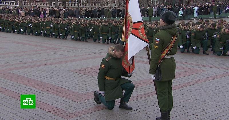 Сотни кремлёвских курсантов простились с родным училищем
