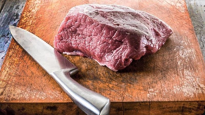 Вот почему мыть мясо перед готовкой смертельно опасно!