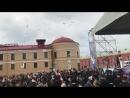 Выпуск белых голубей в небо на территории Петропавловской крепости в честь «Пятого Санкт-Петербургского Бала на колесах»