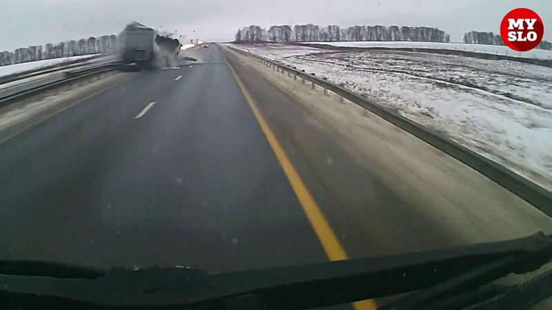 Жуткое ДТП с тремя грузовиками попало на видео