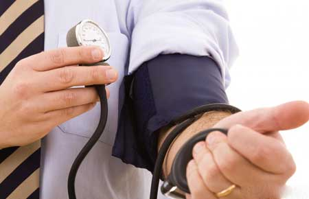 Отравление тетродотоксином может вызвать снижение артериального давления.