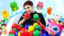 Видео для детей с Машей Капуки Кануки Ванна с шариками для игрушек