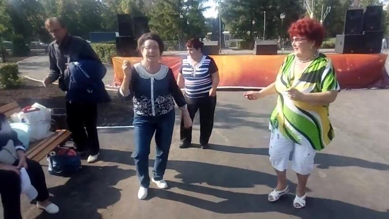 Танцуют на празднике Сызранский помидор 2018