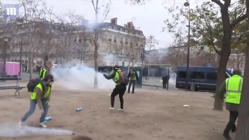 In Paris ging gestern die Post ab: Eifelturm im Feuer, Paris brennt 2