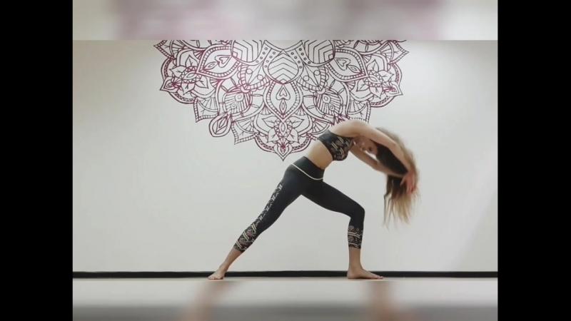 Йога-флоу с Virabhadrasana