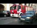 Горящая помойка у Гостиного двора собрала около десяти пожарных машин