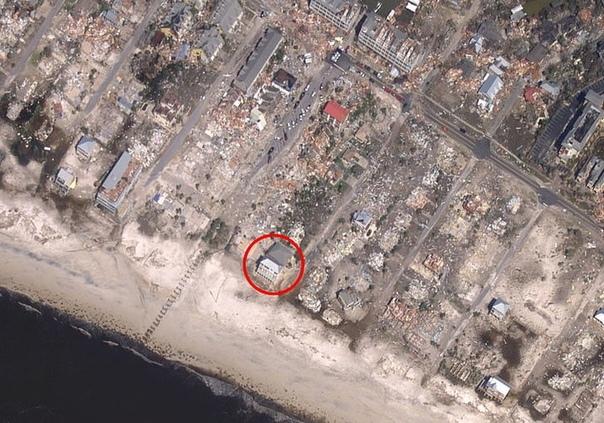 Ураган «Майкл», который обрушился в октябре этого года на побережье Флориды принес масштабные разрушения – почти все старые дома, построенные еще в 1970-х годах, были полностью разрушены. Но вот железобетонный особняк «Песчаный дворец» – практически остал