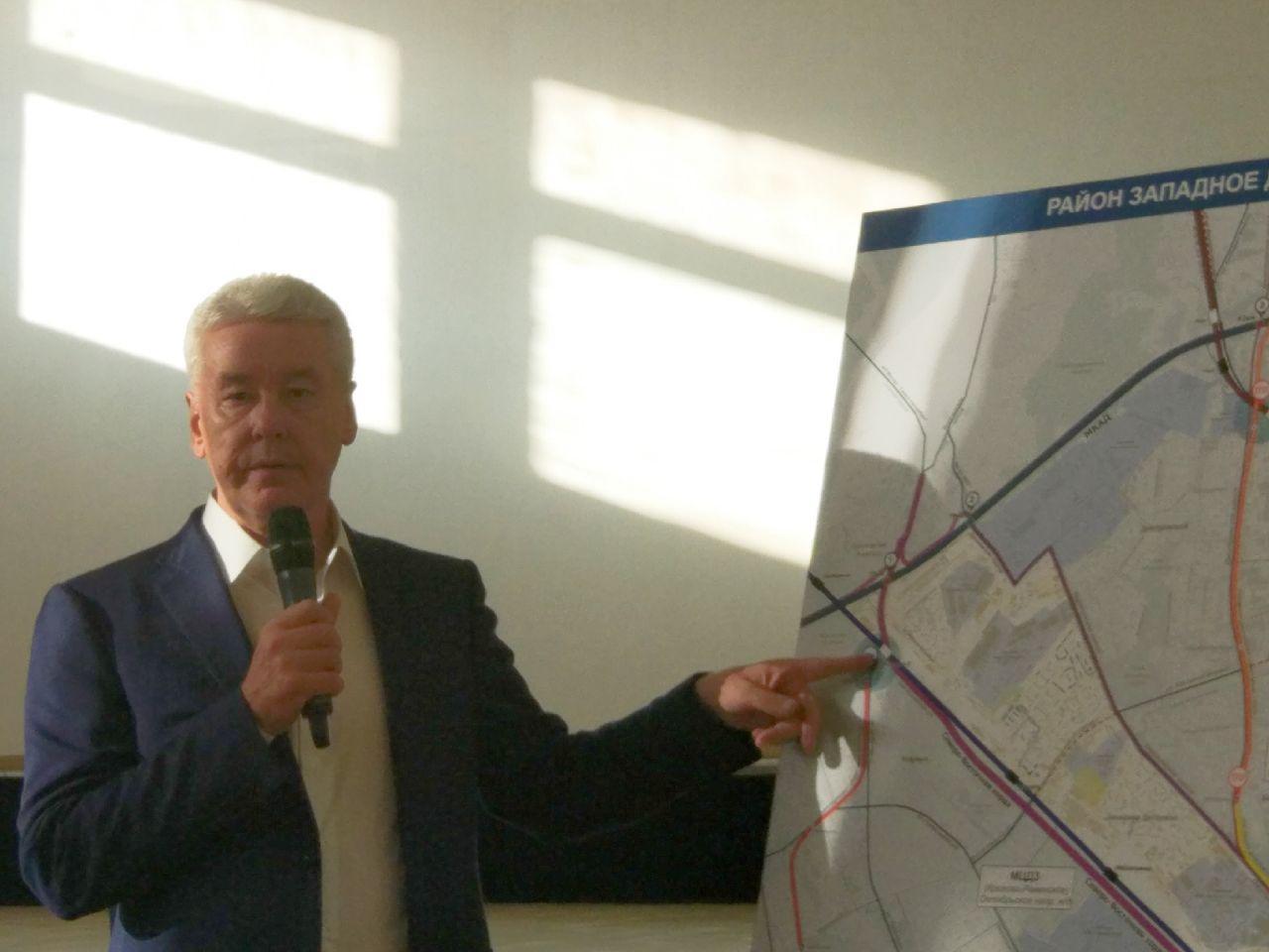 Парковки, велопрокат, новые скверы: жители Западного Дегунина расспросили мэра о будущем своего района