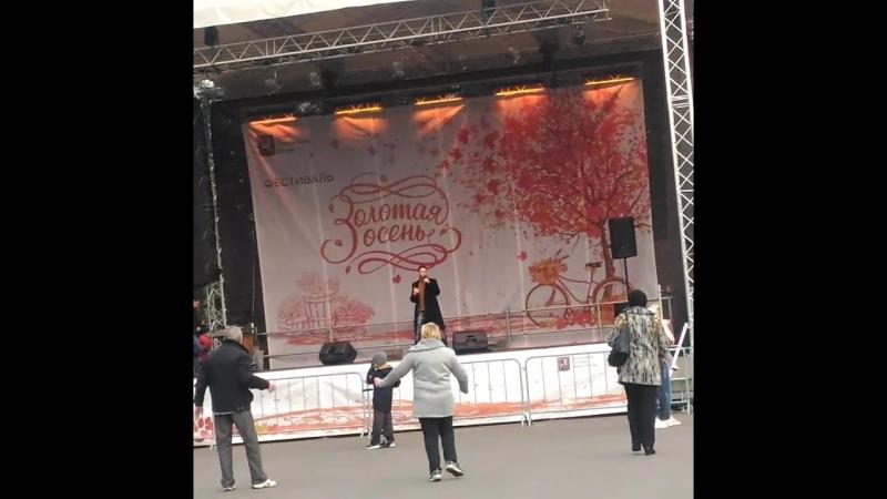 Владимир Брилев Без фонограммы Талантище Жду коментарии... концерт золотаяосень паркузьминки парк сцена талант пев