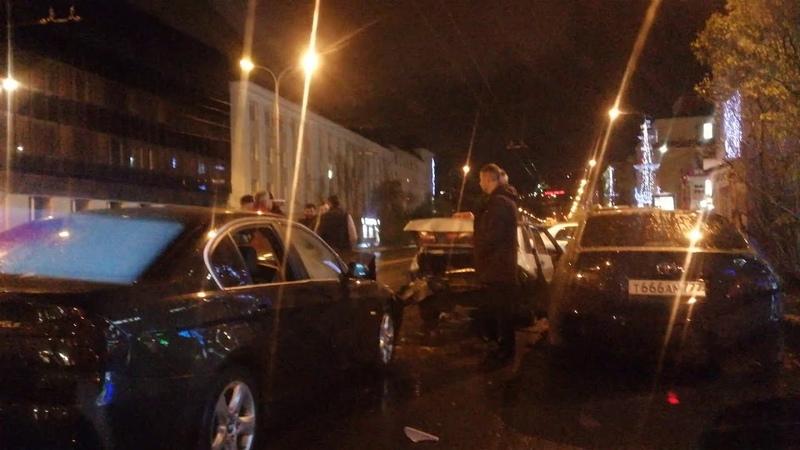 Авария у клуба Терасса в Мурманске
