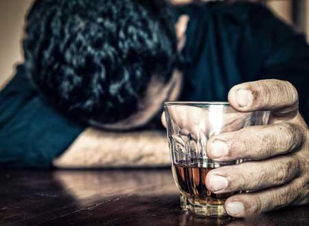Селезенка и отек печени могут быть вызваны хроническим алкоголизмом.