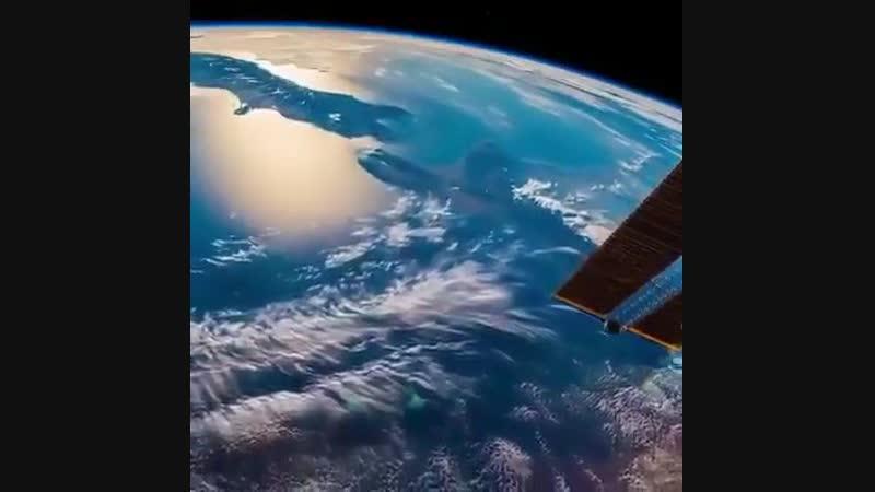 Вид на Землю из иллюминатора МКС