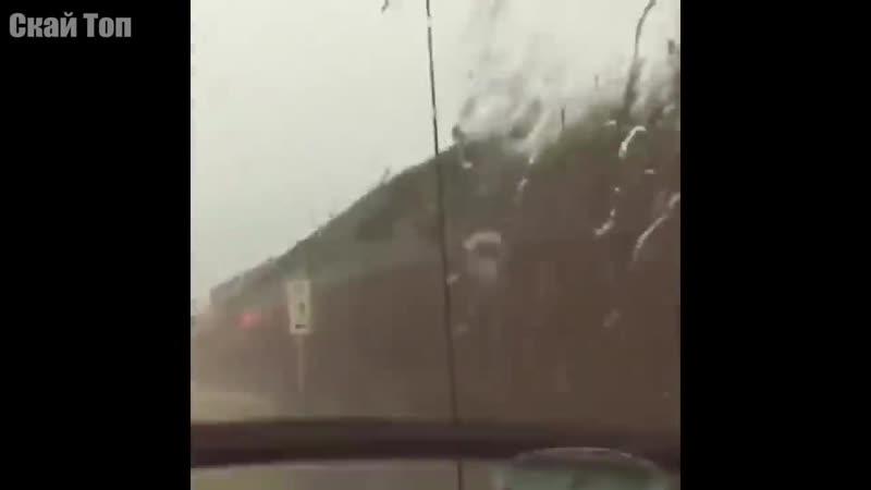 Молния бьет в деревья, автомобили, самолеты... Удивительные кадры молнии ( 720 X 1280 ).mp4