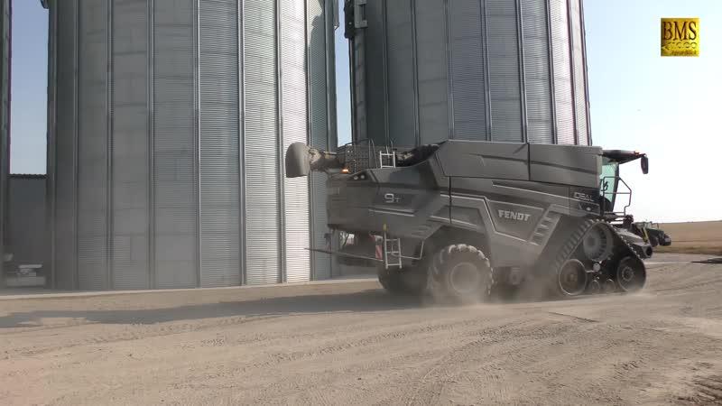 Großmähdrescher Fendt IDEAL 9T - 12,2 m na turné v Německu - nová největší kombinácia sklizně pšenice Fendt.