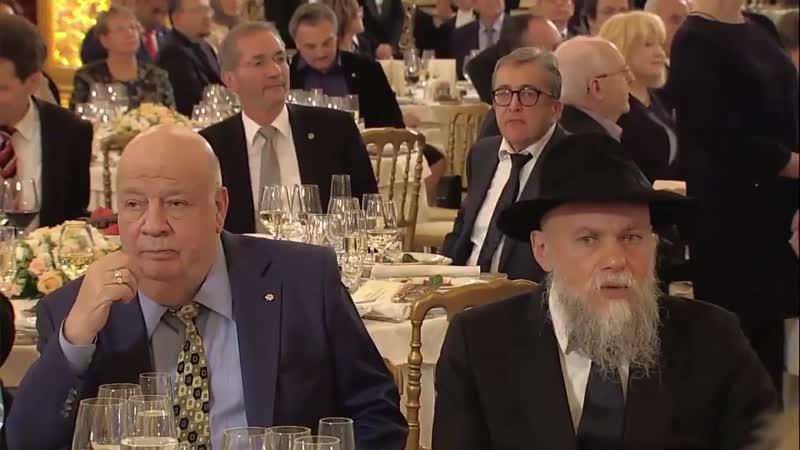 Посмотрите на лица сидящие в этом золотом зале. ВЫ НИЩЕБРОДЫ, готовы к единению?