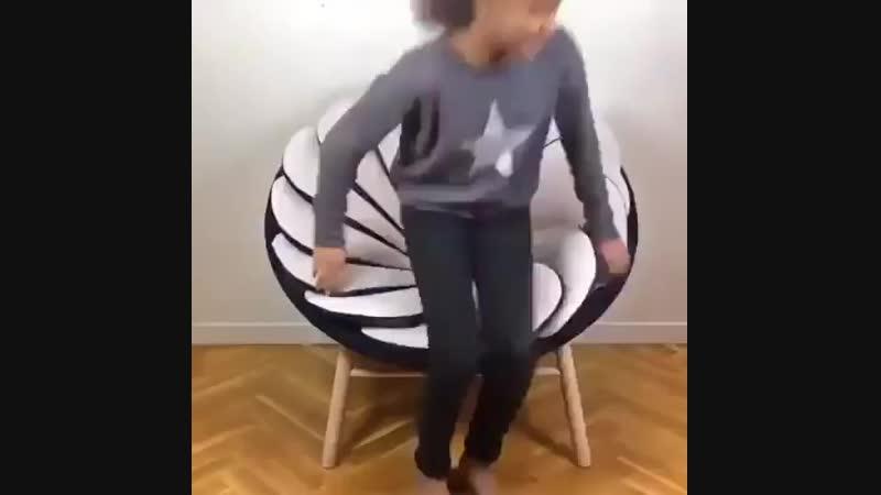 Уникальное кресло из подушек