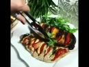 Грудка индейки и баклажан фаршированные томатом и сыром