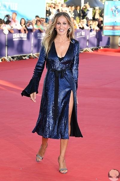 Гламур навсегда: Сара Джессика Паркер в платье с пайетками посетила кинофестиваль в Довиле