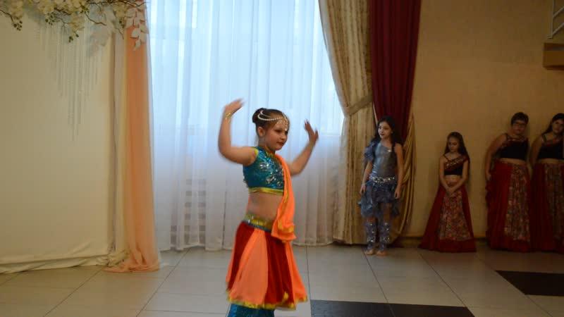 Болливуд танцует Ангелина. Студия восточного танца Дракон и стрекоза.