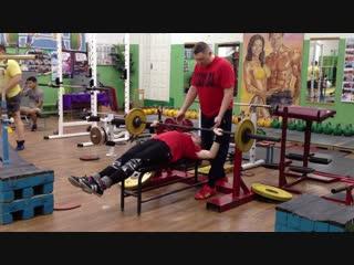 Попова Юля 11 лет. вес 56 кг. жим 40 кг