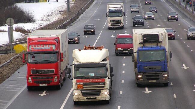 Как грузовикам попасть в Москву - изменился график движения по столице