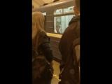 Пассажир Мужчина уж очень не хотел покидать свой вагон, даже с учетом того, что это уже конечная