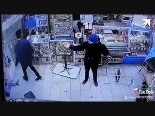 Драка в очереди за шавермой в Петербурге
