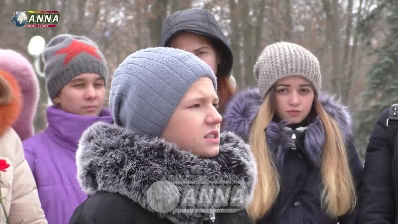Молодежь ЛНР в 76 ю годовщину расстрела молодогвардейцев почтила память павших земляков.