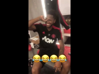The lads trying to do the #JLingzChallenge. This is brilliant.