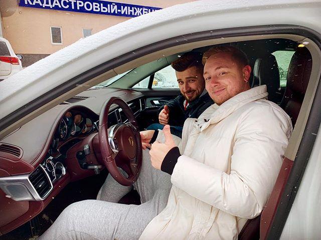 Константин Ладанин: Тут пацанчик знакомый попросил его подвезти до дому.