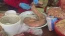 Вот так в Казахстане на рынке при вас готовят вкуснейшую колбасу из конины КАЗЫ